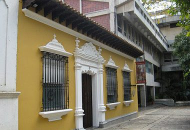 Centro Histórico de Ccs Casa Santaella sede de la Fund John Boulton, Pza Panteón F. Casa del Foro Libertador, sf. María F Sigillo. Facebook Caracas en retrospectiva.