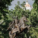 A los pies del héroe: ¿Qué esconde la estatua de Bolívar?