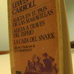 Alicia en el país de las maravillas: Un viaje a los extraños mundos de Lewis Carroll
