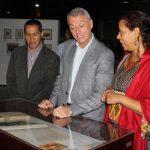 """Biblioteca Nacional inauguró la exposición """"Cruce de caminos: letras e imágenes argentinas"""""""
